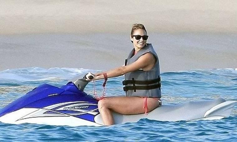 Stacey Keibler: Απολαμβάνει τις διακοπές με τον George Clooney