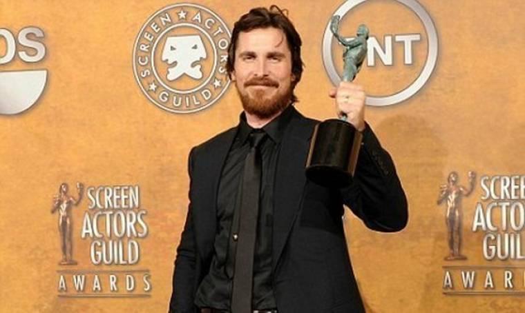 Ο Christian Bale πετάει τη στολή του Batman!