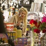 Christmas shopping για την Ελένη Μενεγάκη
