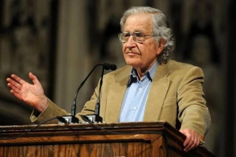 Νόαμ Τσόμσκι: «Η Ελλάδα καταστρέφεται βάσει σχεδίου»