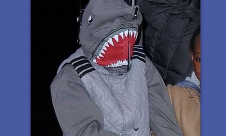 Ο γιος ποιου διάσημου ζευγαριού κρύβεται κάτω από τον καρχαρία;