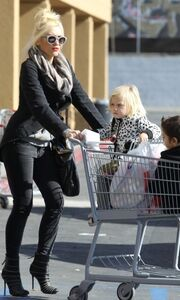 Η Gwen Stefani μπήκε στο πνεύμα των Χριστουγέννων