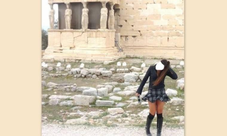 Ποια γνωστή tvpersona παραλίγο να έχει up skirt ατύχημα μπροστά από τις Καρυάτιδες; (φωτό)