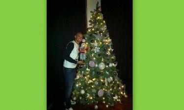Ο Πέπε στόλισε το χριστουγεννιάτικο δέντρο του