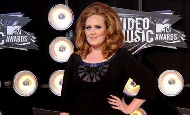 Η Adele ξεπέρασε και την Amy Winehouse