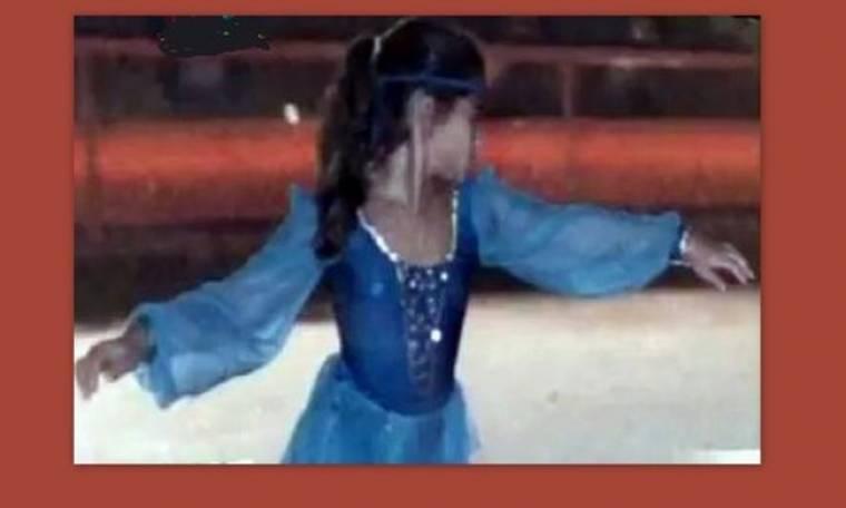 Ποιο είναι το κοριτσάκι της φωτογραφίας πάνω στον πάγο;