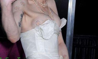 Αναγνωρίζετε τη σταρ με το αποκαλυπτικό μπούστο;