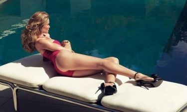 Rosie Huntington-Whiteley… by the pool!