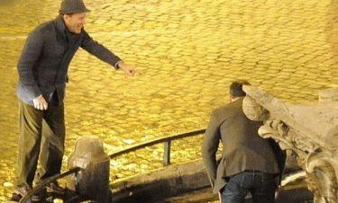 Ποιος σκηνοθέτης έχει σκαρφαλώσει σε σιντριβάνι στη Ρώμη;