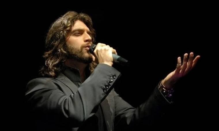 Ιωακείμ Φωκάς: Το πρωί πλαστικός χειρουργός, το βράδυ τραγουδιστής!
