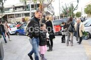 Γιώργος Ανατολάκης: Βόλτα με τη κόρη του στη Γλυφάδα