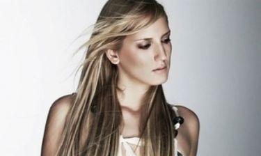 Η Κωνσταντίνα Πρασσά σε ρόλο DJ