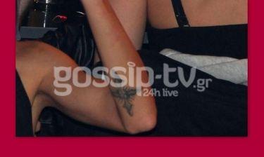 Σε ποια γνωστή κυρία ανήκει αυτό το τατουάζ;