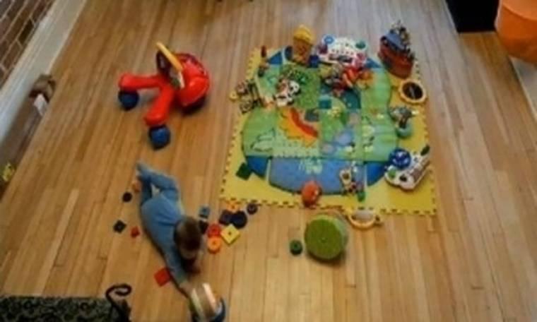 VIDEO: Ένα γλυκό μωράκι και 4 ώρες απολαυστικού παιχνιδιού!