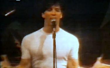 Flashback: Ο Σάκης Ρουβάς το 1991 στην πρώτη πανελλήνια εμφάνισή του!