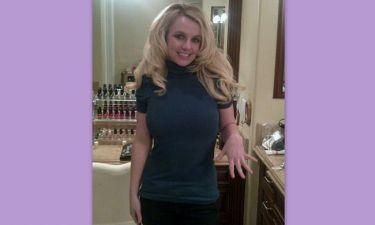 Η Britney Spears καμαρώνει για το δαχτυλίδι της