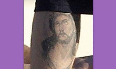 Ποιος σταρ έχει το Χριστό τατουάζ στη γάμπα του;