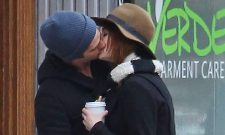 Ποιο ζευγάρι ανταλλάσσει καυτά φιλιά στη Νέα Υόρκη;