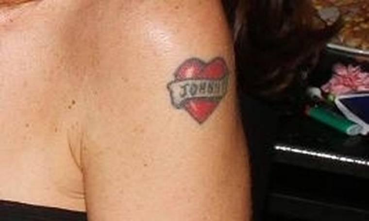 Ποια επώνυμη «χτύπησε» tattoo το όνομα του συζύγου της;