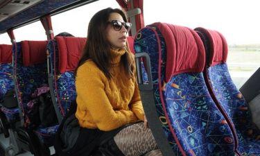 Ταξιδεύοντας με τα ΚΤΕΛ, φορώντας τιγρέ καλσόν