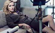 Η Kate Winslet ποζάρει για τη νέα κολεξιόν του St' John