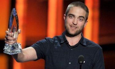 Robert Pattinson: Με νέο λουκ στα People's Choice Awards