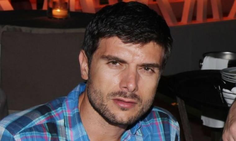 Ο Μάνος Γαβράς και οι σχέσεις που δεν του «κάθονται»!