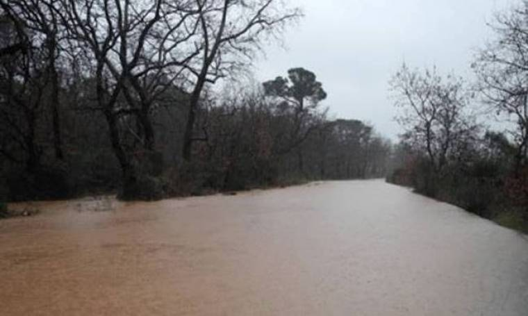 Υπερχείλισε ποταμός από τη βροχόπτωση στην Κρήτη