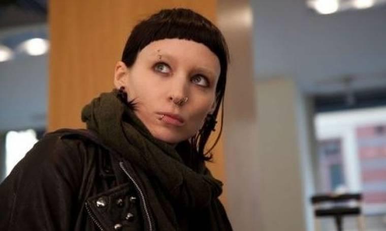 Το «Κορίτσι με το τατουάζ» από την… Σουηδία, μαθαίνει… αγγλικά