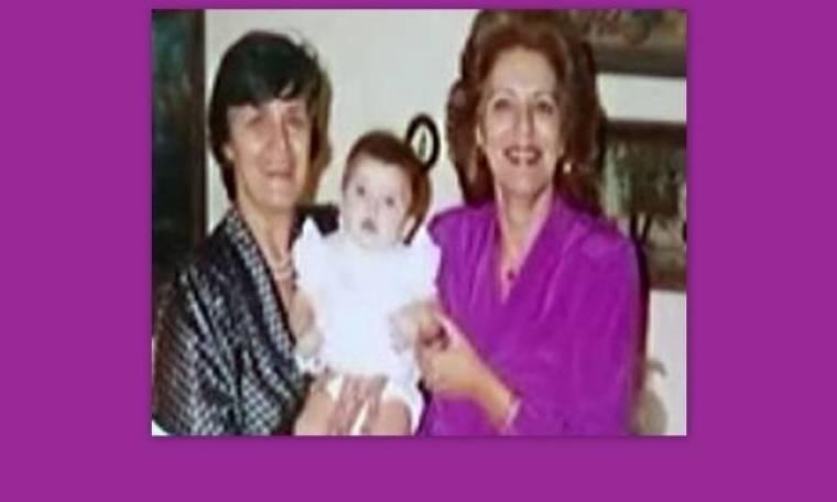 Ποια είναι η παρουσιάστρια της φωτογραφίας με τις γιαγιάδες της;