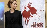 Angelina Jolie: Σικ και χαμογελαστή σε πάρτι για τις Χρυσές Σφαίρες