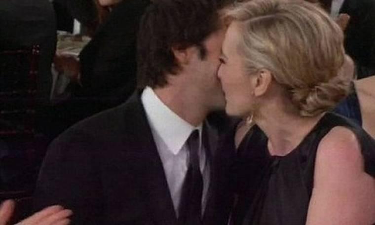 Το πρώτο επίσημο φιλί διάσημου ζευγαριού!