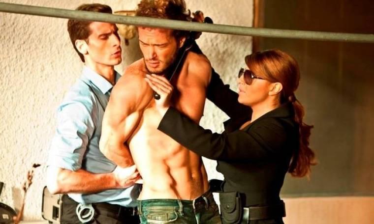 Δείτε την Έλενα Παπαρίζου να συλλαμβάνει τον… Mr Perfect! (φωτό)