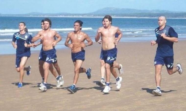 Οι παίκτες της Velez Sarsfield τρέχουν… ημίγυμνοι στην παραλία