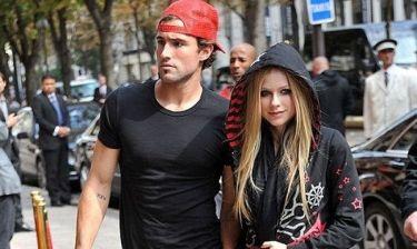 Η Avril Lavigne διαψεύδει τις φήμες για χωρισμό