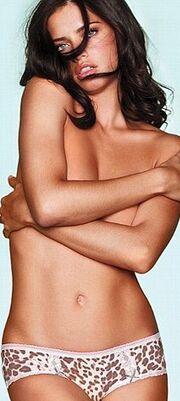 Miranda Kerr: Νέα σέξι φωτογράφηση για τη Victoria's Secret
