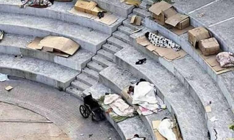 Συγκλονιστική φωτογραφία από την πλατεία Κουμουνδούρου…