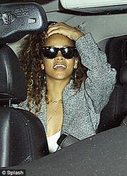 Rihanna: Διασκέδασε στο ίδιο κλαμπ με τον άντρα που την είχε κακοποιήσει (φωτό)