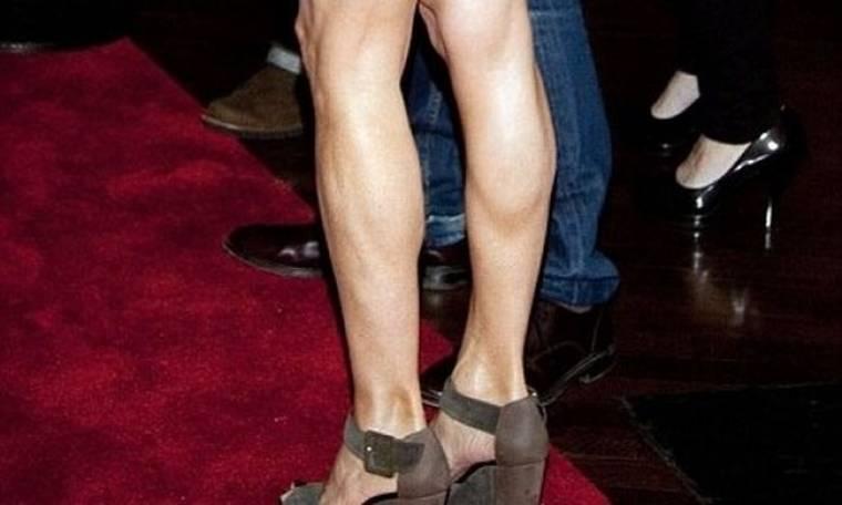 Τα γυμνασμένα πόδια της 47χρονης…