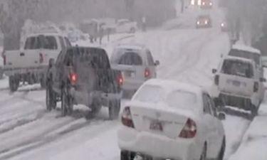 VIDEO: Αυτοκίνητα γίνονται… συγκρουόμενα σε χιονοθύελλα!