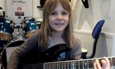VIDEO: Η 8χρονη που ροκάρει και τρελαίνει το youtube!