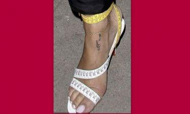 Έβαλε τη μεζούρα της στο πόδι!