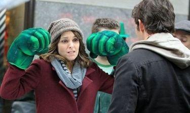 Η Tina Fey έβαλε τα… χέρια του Hulk