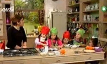 Η Αργυρώ φτιάχνει Muffin και τυροκριτσίνια με τις μικρές της φίλες