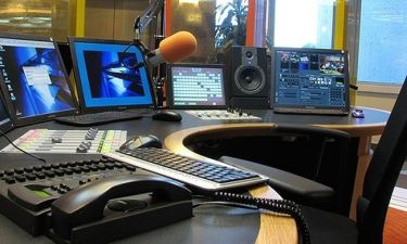 Νέα σατιρική εκπομπή για το ραδιόφωνο του ΣΚΑΪ