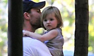 Τσάμπι Αλόνσο: Βόλτα με τα παιδιά του στο πάρκο