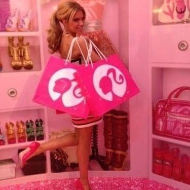 Η σύζυγος του Φαν Ντερ Φάαρτ είναι μια... Barbie