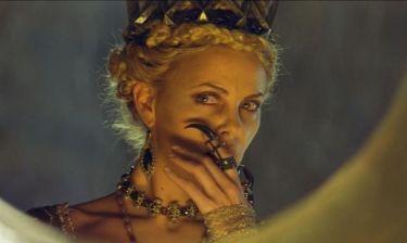 Η Charlize Theron ακονίζει τα νύχια της