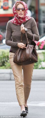 Sharon Stone: Κρύβει το νέο λουκ στα μαλλιά της