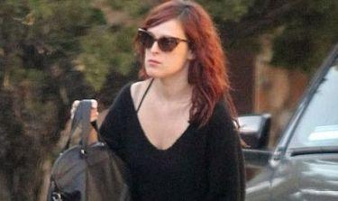 Η Rumer Willis δυσκολεύεται να αντιμετωπίσει το πρόβλημα της Demi Moore